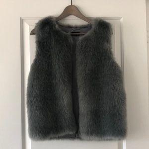 Topshop Faux Fur Vest 🐻